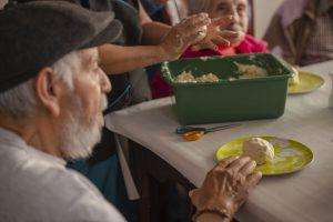 Terapia ocupacional en el hogar geriátrico